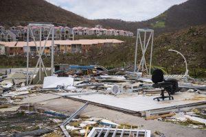 """Britanija siunčia du laivus padėti nukentėjusiems nuo uragano """"Irma"""""""