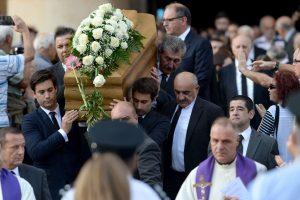 Maltoje palaidota nužudyta žurnalistė, ES reikalauja teisingumo