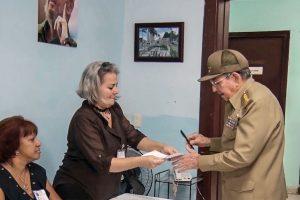 Kubos lyderis balsavo vietos valdžios rinkimuose