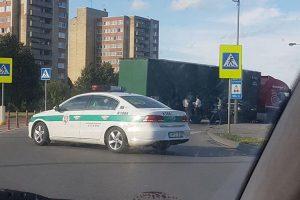 """Pramonės prospekte susidūrė sunkvežimis ir """"Opel"""""""