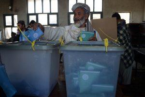 Afganistano rinkimų kampanijos finišo tiesiojoje – trys įtakingos politinės figūros