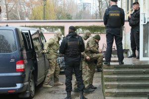 Krymo teismas leido 2 mėnesiams suimti 12 sulaikytų ukrainiečių jūrininkų