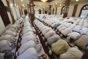 Milijonams musulmonų pasaulyje baigiasi ramadanas