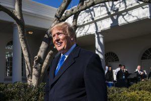 Pirmuosius D. Trumpo prezidentavimo metus teigiamai vertina 39 procentai amerikiečių
