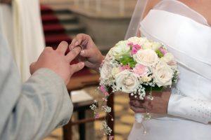 Vis daugiau lietuvių ryžtasi pasirašyti vedybų sutartį