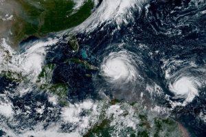 """Sukėlęs potvynius Dominikos Respublikoje, uraganas """"Irma"""" artėja Haičio link"""