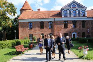 Ambasadorių sužavėjo japoniškos kultūros sala Kauno rajone