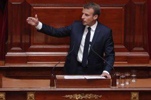 Prancūzija planuoja apkarpyti viešąsias išlaidas