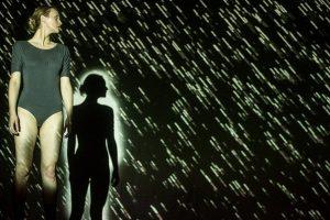 Judesio ir sensorinių projekcijų spektaklį įkvėpė Rozetos akmens istorija
