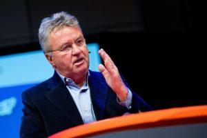 Olandijos futbolo rinktinę po pasaulio čempionato treniruos G. Hiddinkas