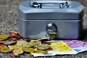 """Banko analitikas: žmonių santaupas """"valgo"""" infliacija"""
