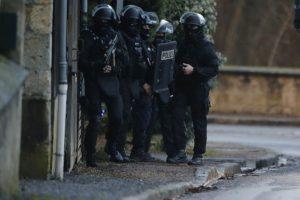 Prancūzijoje ir Šveicarijoje per antiteroristinius reidus suimta 10 įtariamųjų