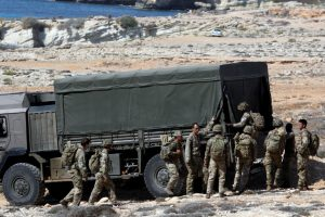 Kipro gyventojai užsipuolė medžius iškirtusius britų karius
