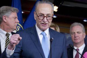 JAV Senatas patvirtino naujas sankcijas Rusijai ir Iranui