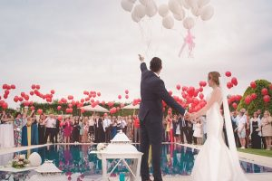Vestuvių matematika: kiek įdėti į dovanų vokelį, kad nebūtų gėda?