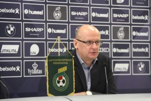 Pristatyti Lietuvos futbolo rinktinės treneriai ir žaidėjų sudėtis