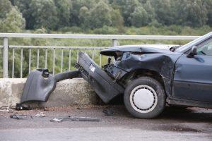 Girto vairuotojo kelionė baigėsi upelyje