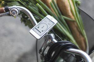 """""""Išmanusis"""" ratas dviračiui – važiavimui automobilio greičiu ir apsauga nuo vagių"""