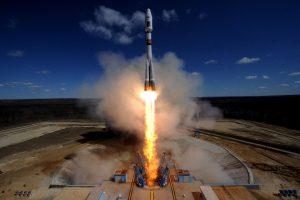 V. Putinas giria pirmąjį raketos paleidimą iš naujo kosmodromo
