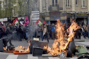 Prancūzijoje dėl darbo reformos kilo protestų ir streikų banga