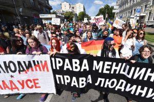 Kijevo centre taikiai įvyko pirmasis Ukrainoje didelis gėjų paradas