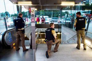 Išpuolis Miuncheno prekybos centre: nušauti mažiausiai aštuoni žmonės