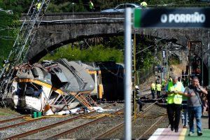 Traukinio katastrofa Ispanijoje: žuvo mažiausiai keturi žmonės (atnaujinta)