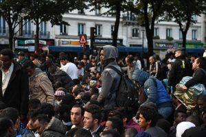 Paryžiaus policija likviduos antisanitarinę migrantų stovyklą