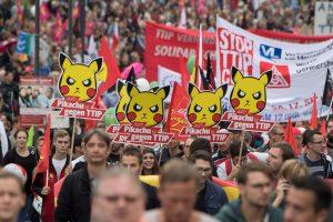 Vokietijoje vyksta šimtatūkstantiniai protestai prieš TTIP sutartį