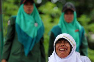 Indonezijoje už islamo įstatymų pažeidimą nuplakta jauna moteris