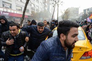 Stambule policija vaikė protestuotojus ašarinėmis dujomis