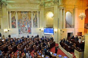Kolumbijos Kongresas ratifikavo taikos sutartį su FARC sukilėliais
