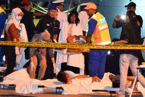 Malaizijoje tebeieškoma dingusiųjų per laivo katastrofą