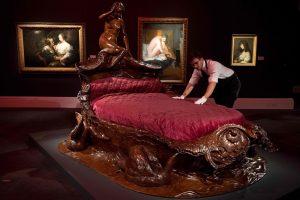 Erotikos paroda Londone išbando tabu ribas