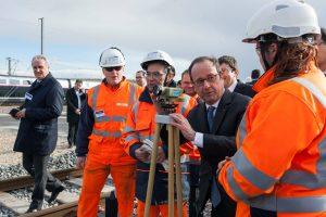 Prancūzijoje per F. Hollande'o kalbą policijos snaiperis netyčia pašovė du žmones