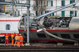 Šveicarijoje nuo bėgių nulėkus traukiniui sužeisti trys žmonės