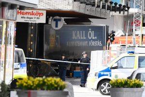 Teroras Stokholme: sunkvežimis rėžėsi į minią, yra žuvusių