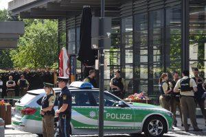 Per šaudynes Miuncheno stotyje sužeisti keli žmonės, įtariamasis sulaikytas