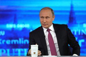"""V. Putinas """"Tiesioginės linijos"""" laidoje: tikiuosi normalių JAV ir Rusijos santykių"""