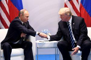 Per pirmąjį susitikimą D. Trumpas spaudė V. Putiną dėl kišimosi į rinkimus