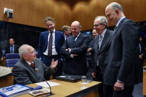 Postą paliekantis Vokietijos finansų ministras apipiltas dovanomis