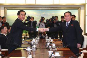 Šiaurės ir Pietų Korėja susitarė surengti kariškių derybas