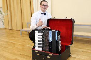 Dovana jaunajam talentui – jo svajonių akordeonas