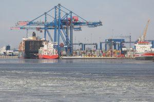 Šaltis sukausto Baltijos uostus