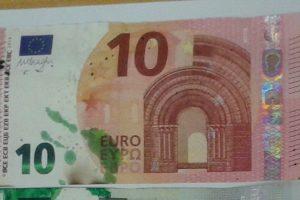 Lietuvą gali pasiekti apsauginiais dažais sutepti eurų banknotai