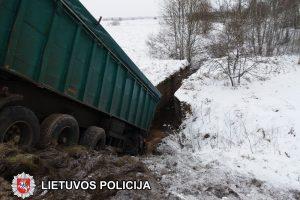 Pasvalio rajone per masinę avariją žuvo du žmonės