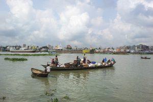 Apvirtus perpildytam Bangladešo laivui žuvo apie 13 žmonių