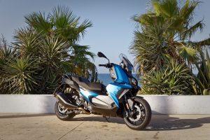 """""""BMW Motorrad"""" pavasario naujienos – ir sporto, ir kelionių gerbėjams"""