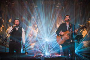 Jubiliejų švenčiantis duetas žada apgaubti stebuklingais garsais