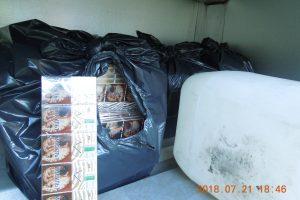 Krovininio automobilio daiktadėžėje – baltarusiškos cigaretės